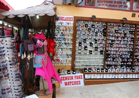 Kusidasi  vendor with Genuine Fake Watches